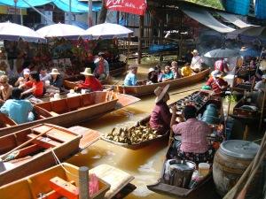 Floating_market_at_Damnoen_Saduak